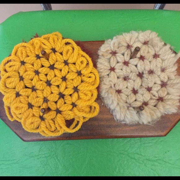 Vintage knitted coaster wood stand